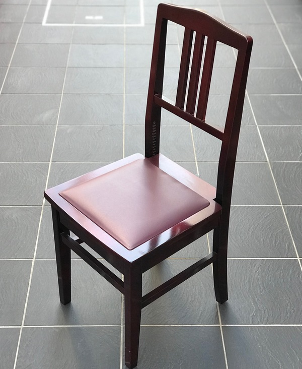 58_piano_chair